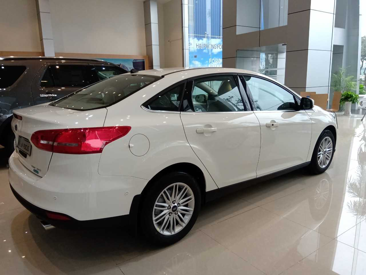 Ford Focus Trắng 2019 2