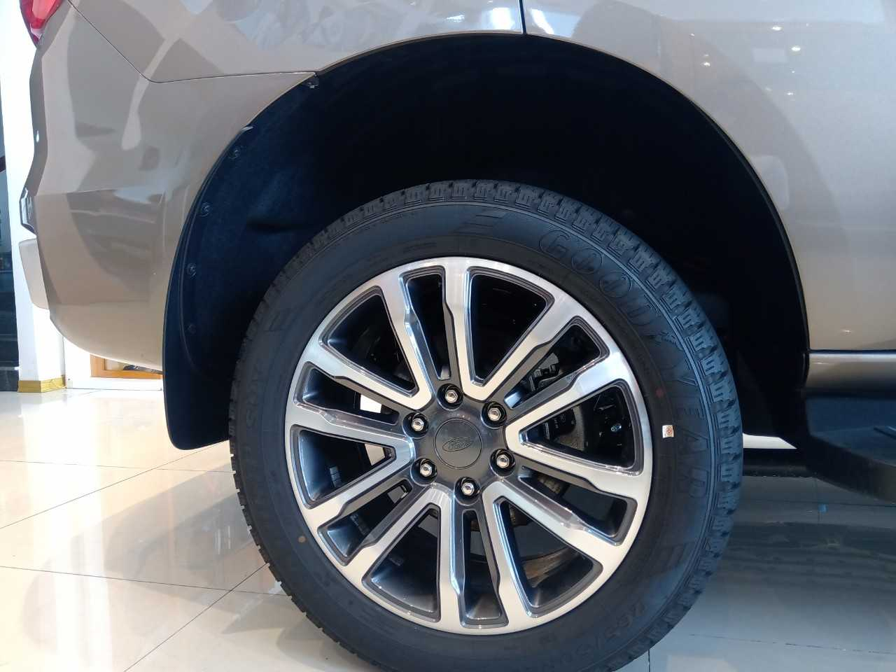 Giá lăn bánh Ford Everest 4x4 2020 ở Thái Bình 6